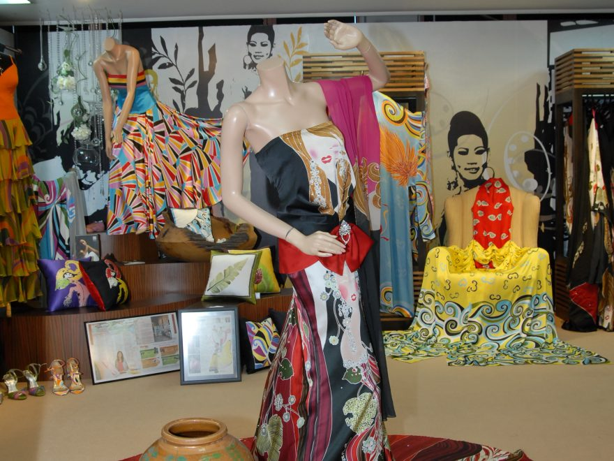 Malaysian Batik from Traditional to Modern (conservative no more) daa32d0c8a
