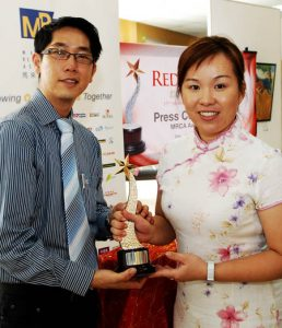 blog emilia eric with trophy